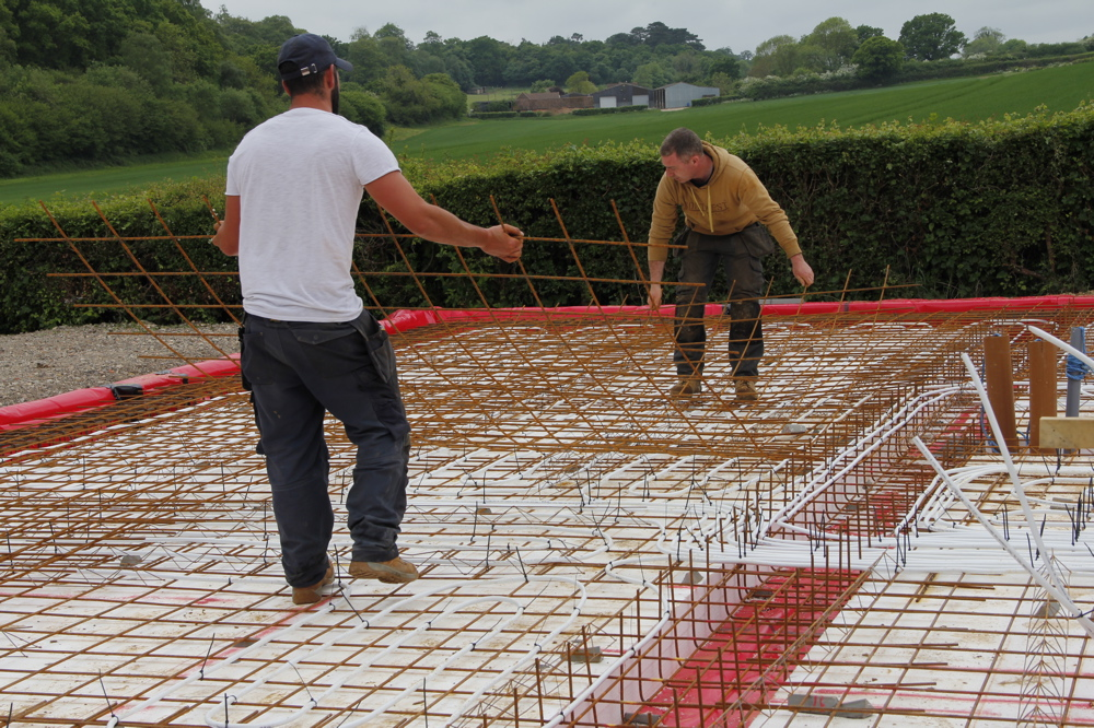 Laying steel mesh