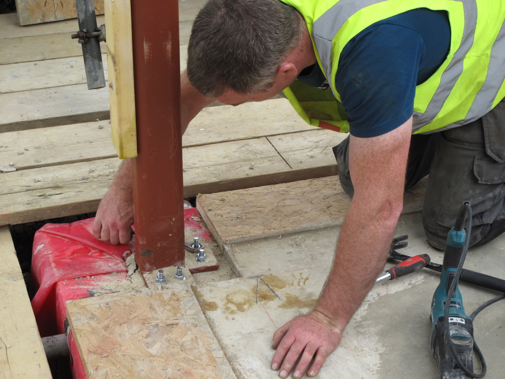 Fixing base of corner post